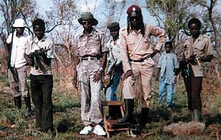 angeblich LRA-Führer Kony mit Kindersoldaten