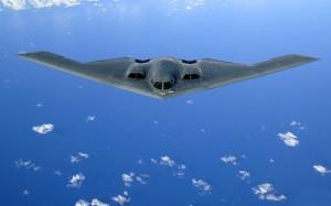 """Eine B-2 """"Spirit"""" über dem Pazifischen Ozean"""