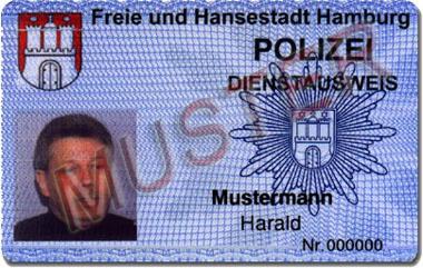 Polizei-Dienstausweis im Chipkartenformat mit digitalisiertem Lichtbild
