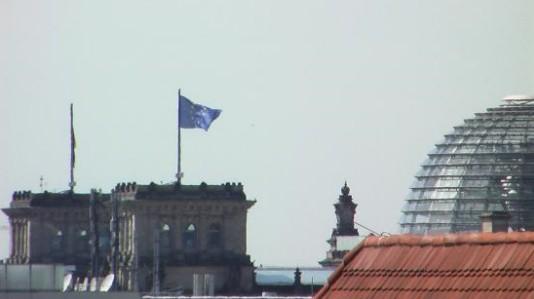 EU-Flagge auf dem Reichstag