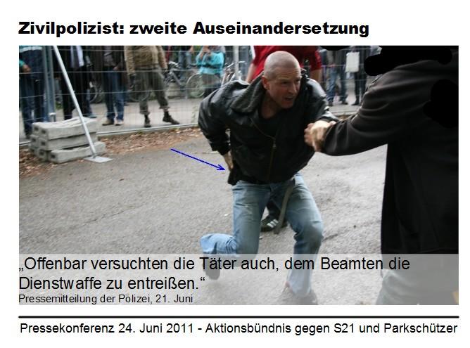 Stuttgart 21: Zivilpolizist I greift an die Dienstwaffe, Zitat spätere Darstellung der Polizei